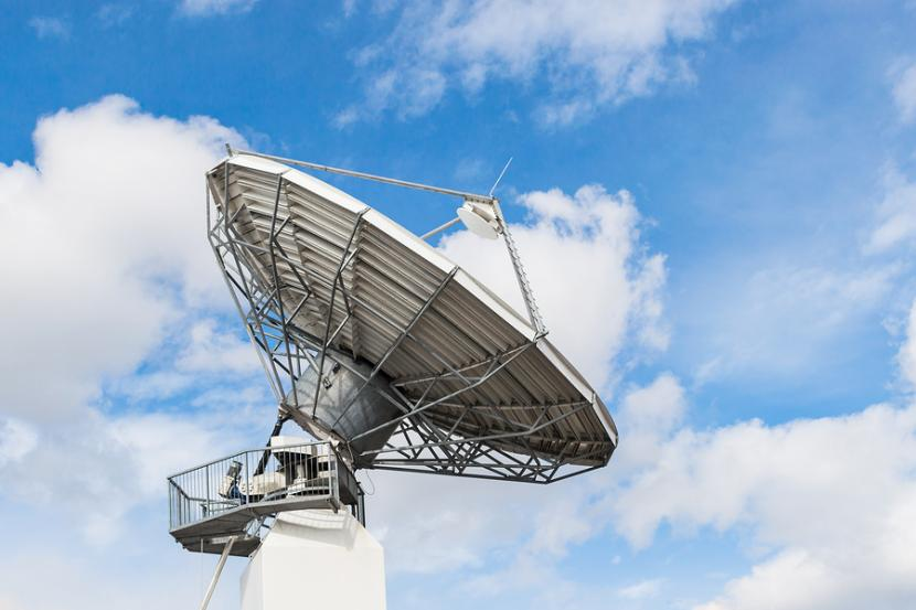 Parabolic satellite antenna dish for wireless radio signal data transfer